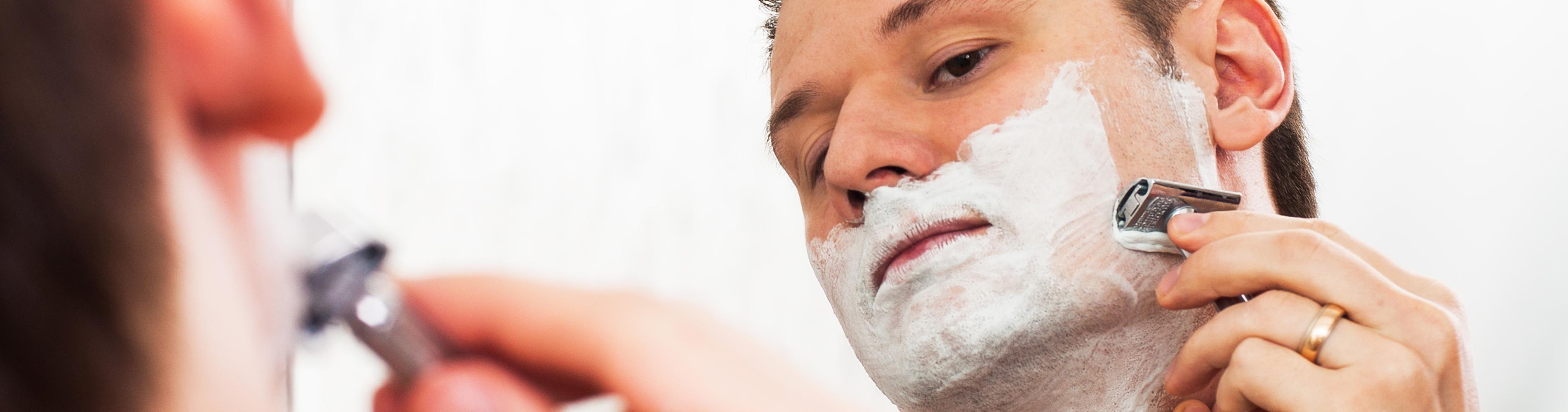 Voor of na het scheren douchen? Wat is het beste?